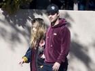 Filha de Carrie Fisher é consolada por Taylor Lautner após morte da mãe