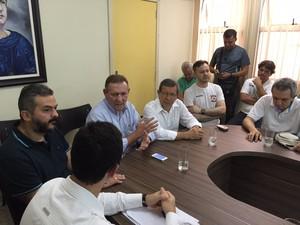 Reunião acontece em Colatina, no Espírito Santo (Foto: Mayara Mello/ TV Gazeta)