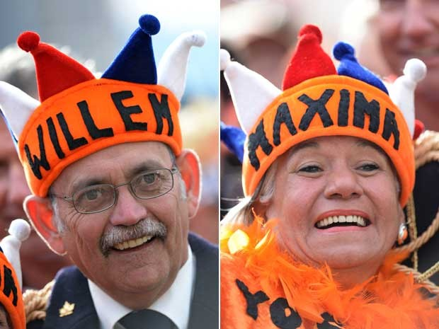 Holandeses saudam no Rei da Holanda e rainha consorte. (Foto: Reuters)