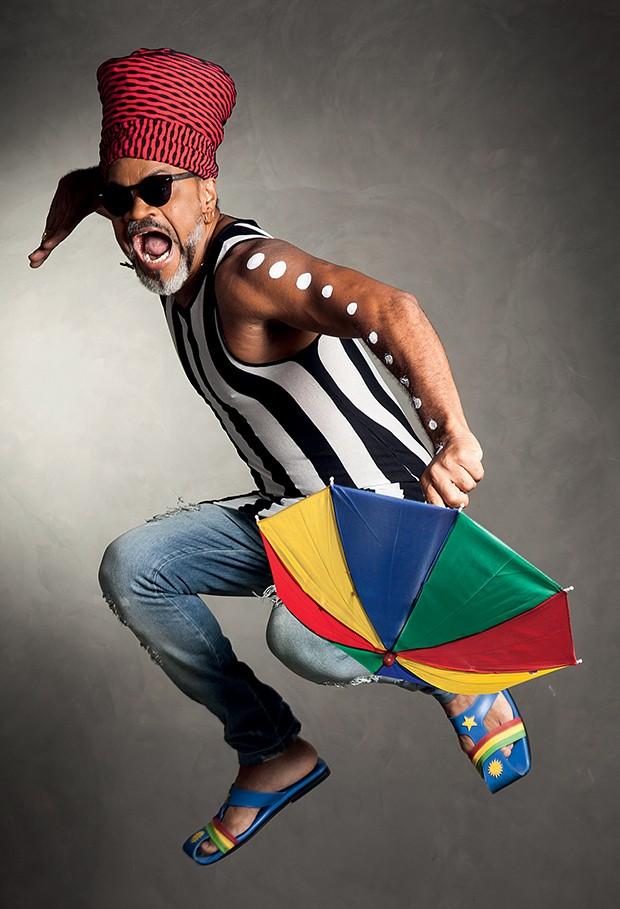 Brown e suas cores: ele considera que o figurino faz parte de seu show  (Foto:  )