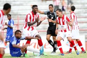 Náutico fica no empate em 0 a 0 contra o Decisão (Foto: Aldo Carneiro/Pernambuco Press)