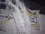TE: Imagem de Robinho no muro do CT do Santos é vandalizada