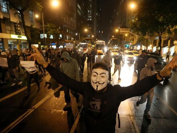 Estudantes protestam contra aumento das passagens de ônibus no Rio (Foto: Fábio Motta/Estadão Conteúdo)