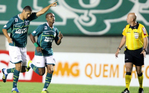 Ramon gol Goiás (Foto: Carlos Costa / Futura Press)