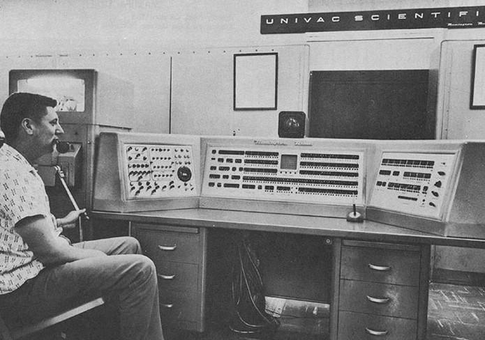 Primeiro computador de sucesso com transistores, o UNIVAC 1101 ocupava uma sala inteira (Foto: Reprodução/Creative Commons)