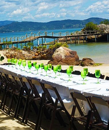 Já imaginou almoçar em uma mesa assim? Assinante de Casa e Comida tem desconto (Foto: Divulgação/Monica Correa)
