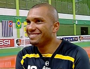 Amoroso pelo Pulo do Gato na Liga Paulista de futsal (Foto: Reprodu&#231;&#227;o / SporTV)