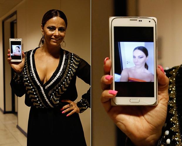Viviane Araújo faz selfie em casa antes de ir gravar (Foto: Artur Meninea / Gshow)