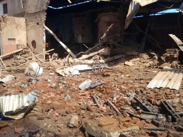 Prédio ficou danificado após explosão em caldeira (Foto: Arthur Maia/Corpo de Bombeiros)