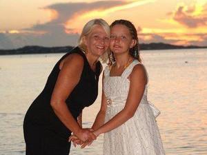 Donna Beegle e a filha, Juliette (Foto: Reprodução/Facebook/Donna Beegle)