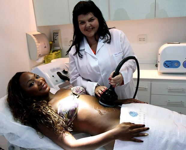 Luana Bandeira faz tratamento estético (Foto: Luiz Eduardo Fotografia)