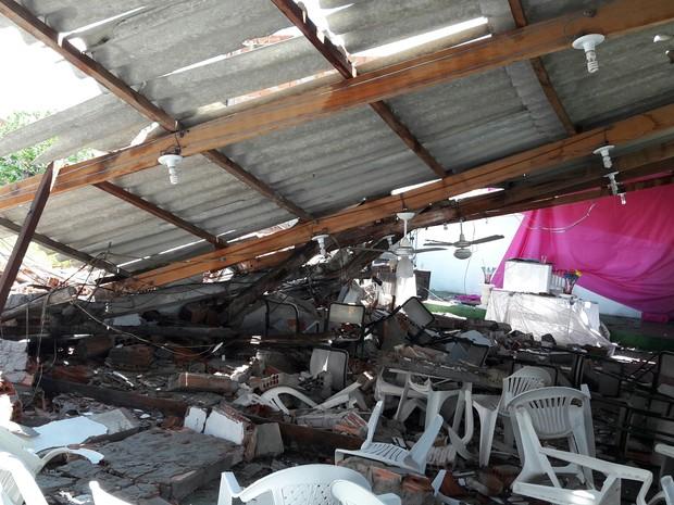 Desaba igreja em Lorena (Foto: Suellen Soares/Vanguarda Repórter)