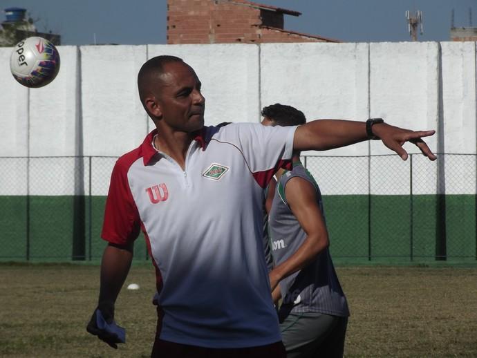 Edson Souza, técnico da Cabofriense (Foto: Juan Andrade/ GloboEsporte.com)