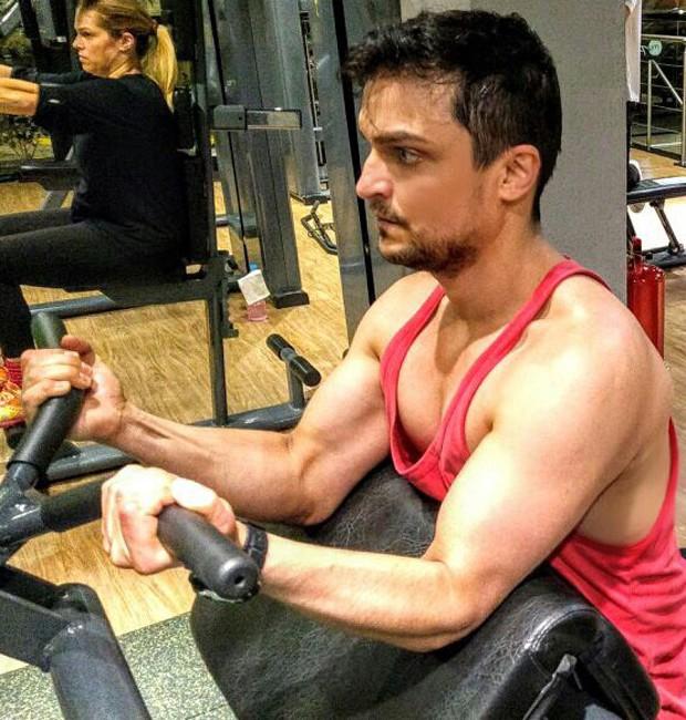 Maurício Machado faz série de musculação durante preparação para filmar 'Mulheres Alteradas' (Foto: Divulgação)
