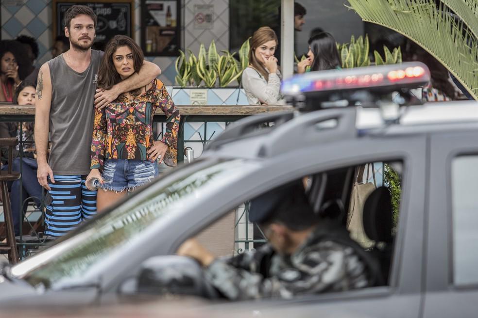 Rubinho fica apavorado com Jeiza. E Bibi, claro, fica do lado do marido (Foto: Fábio Rocha/Gshow)