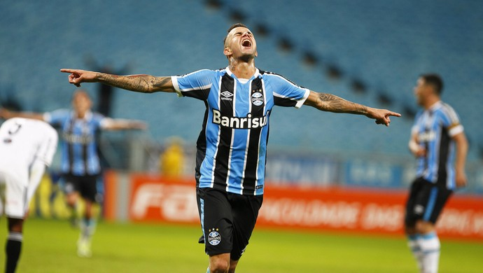 Luan contra contra a Ponte Preta (Foto: Lucas Uebel / Grêmio, DVG)