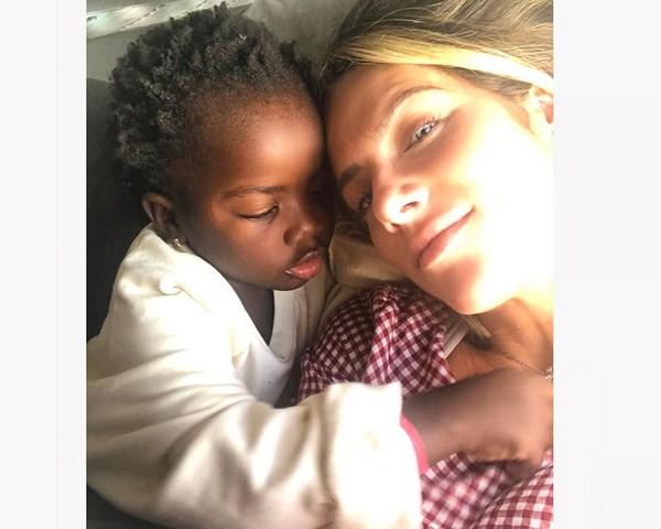 """Giovanna Ewbank e a pequena Titi: """"Domingo melhor não há"""" (Foto: Reprodução Instagram)"""