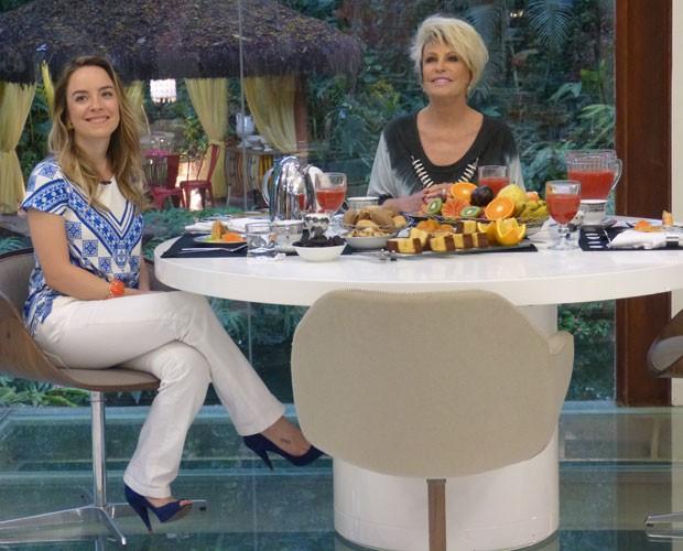 Adriana toma café da manhã com Ana Maria (Foto: Viviane Figueiredo/Gshow)