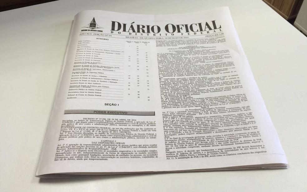Edição impressa do Diário Oficial do Distrito Federal (Foto: Arquivo Pessoal)