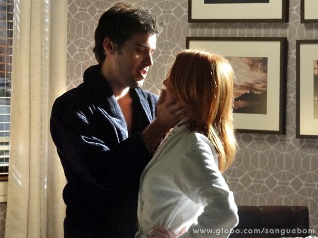Maurício e Lara ficam em clima romântico depois de muita intimidade (Foto: Sangue Bom/ TV Globo)