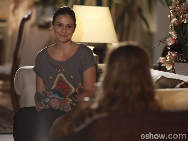 Na pindaíba, Rafaela recebe alguns conselhos de Shirley (Foto: Pedro Curi/TV Globo)