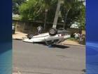 Motorista bate carro em árvore, foge e acaba multado em Urupês