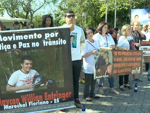 Família pede justiça para vítima de acidente de trânsito no Espírito Santo (Foto: Reprodução/ TV Gazeta)