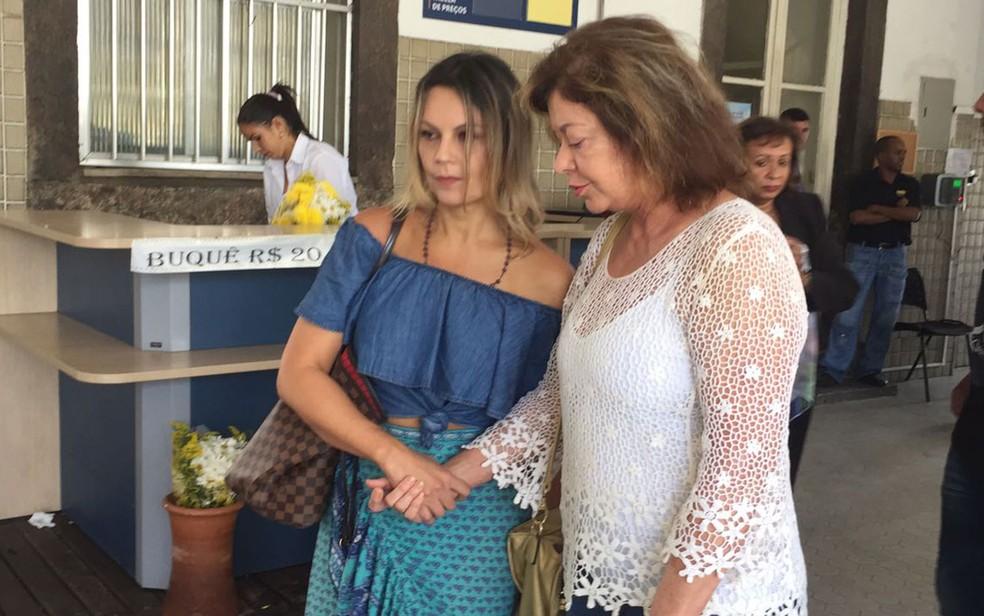 Viúva de Jerry Adriani, Ceila Passos, com a amiga Alcione Mazzeo (Foto: Bruno Albernaz / G1)