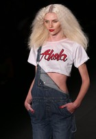 Veja vídeo com passo a passo do make da Ausländer no Fashion Rio
