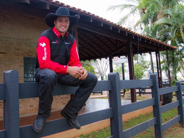 O peão André Forzan arranca suspiros das mulheres que vêm à Festa de Barretos (Foto: Alfredo Risk/G1)