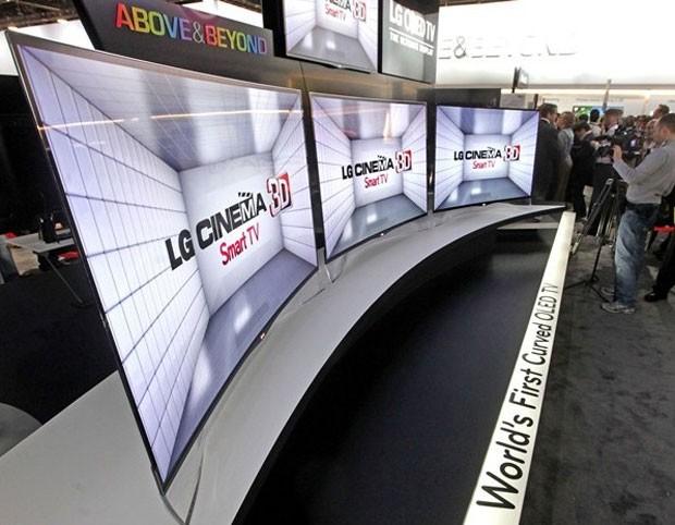 LG mostra aparelhos de TV com telas curvas feitas de OLED na CES 2013 (Foto: Divulgação)