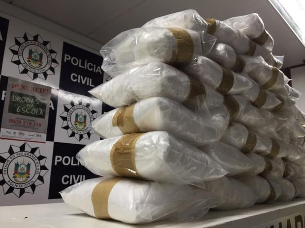Foram encontrados mais de 80 kg de cocaína (Foto: Polícia Civil/Divulgação)