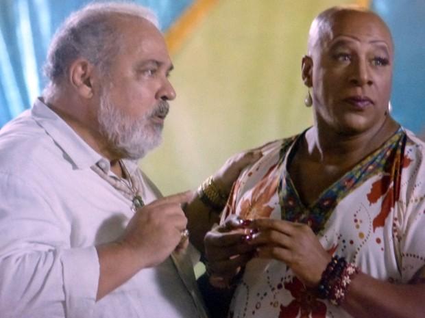 Até Xana fica surpresa quando Antoninho fala o seu verdadeiro nome  (Foto: Império/TV Globo)
