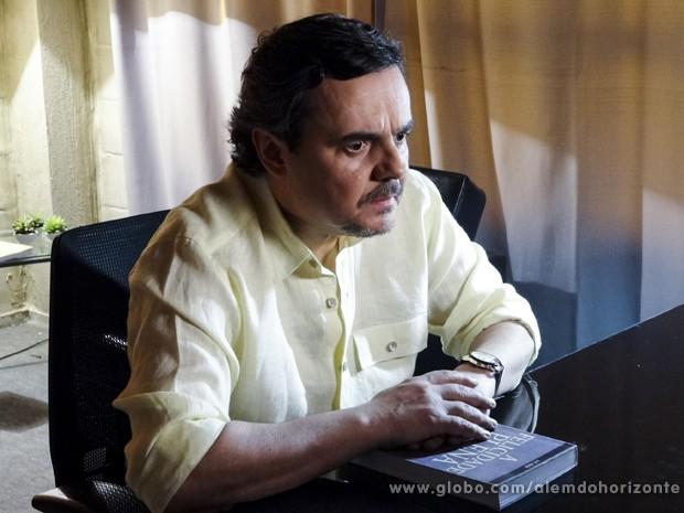 Líder Jorge se assusta ao perceber que está sendo monitorado (Foto: Felipe Monteiro/TV Globo)