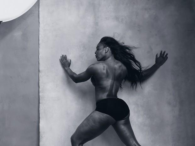 A tenista Serena Williams, número um do mundo, é uma das clicadas pelo calendário Pirelli 2016 (Foto: Divulgação)