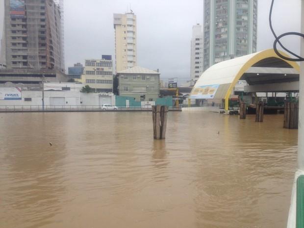 Cidade de Itajaí registrou alagamentos neste domingo (Foto: Defesa Civil/Divulgação)