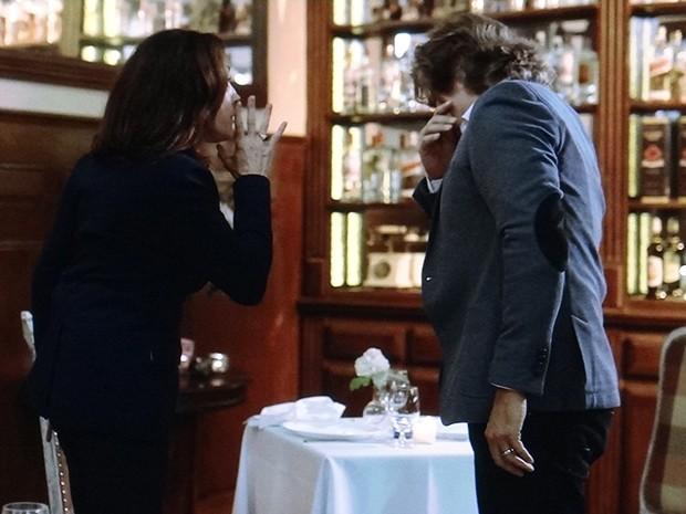 Maria Inês fica chocada com a proposta e dá um tapa na cara de Marcelo (Foto: TV Globo)