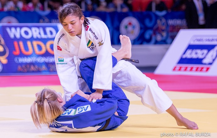 Sarah Menezes x Charline Van Snick Mundial Astana judô (Foto: Rafal Burza/CBJ)
