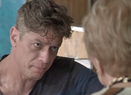 Arthur diz a Stelinha que futuro da família inteira depende de Eliza