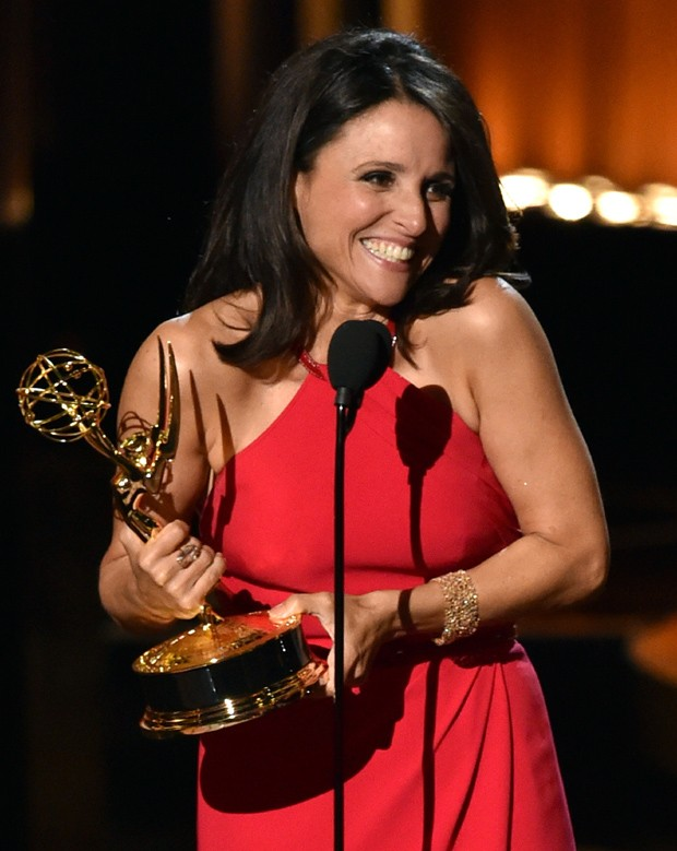 Julia Louis-Dreyfus leva Emmy de Melhor Atriz de Série Cômica por 'Veep' (Foto: Getty Images)