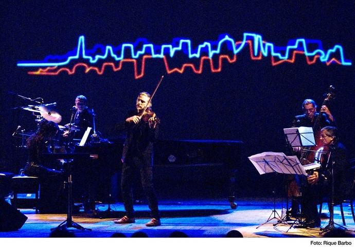Hique Gomez está em cartaz com dois espetáculos musicais (Foto: Divulgação)