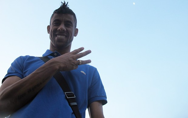 Especial com Leo Moura está convertido e faz o simbolo da santissima trindade  (Foto: Janir Júnior / Globoesporte.com)
