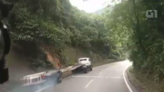 VÍDEO: caminhão sem freio se acidenta na Rodovia Anchieta