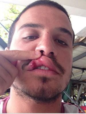 Ricardo dos Santos surfe soco (Foto: Reprodução/Instagram)