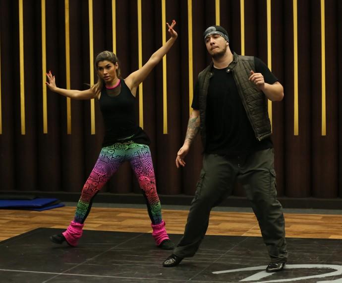 Cantor diz que está com facilidade para decorar coreografia (Foto: Isabella Pinheiro/Gshow)