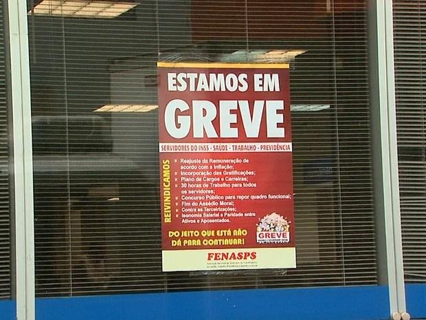 Alguns servidores do INSS em Ribeirão Preto aderiram a greve (Foto: Paulo Souza/EPTV)