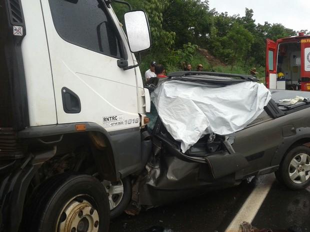 Colisão provoca a morte de três pessoas no norte do Tocantins (Foto: Divulgação/Corpo de Bombeiros)