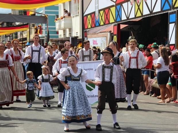 Desfile Cultural é uma das principais atrações da Sommerfest (Foto: Divulgação/ Setur)