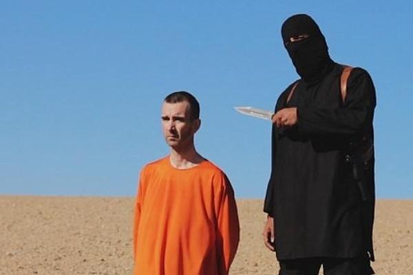 A chocante execução do inglês David Haines, transmitida pela Internet pelo Estado Islâmico (Foto: Reprodução )
