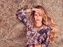 Yasmin Brunet exibe pernas em foto sensual na web